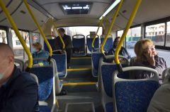 """Даже на остановке """"19-я школа"""" свободных мест достаточно.101-й меняет формат, или Давка в салоне отменяется общественный транспорт"""