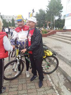 IMG_20150905_105112.jpgВ Новочебоксарске прошел 12-й традиционный велопробег в честь дня рождения А.Г. Николаева велопробег
