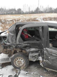 """В Шемуршинском районе 23 ноября погиб трехлетний малыш, был не пристегнут, вылетел из машины """"Фиат Альбеа"""" от удара при столкновении с """"Ладой Приорой"""".Снег и лед уносят жизни водителей Хватит погибать на дорогах! Полоса безопасности"""